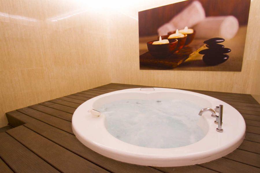 4 sterne pack hotel milleni katalonien gp formel 1. Black Bedroom Furniture Sets. Home Design Ideas